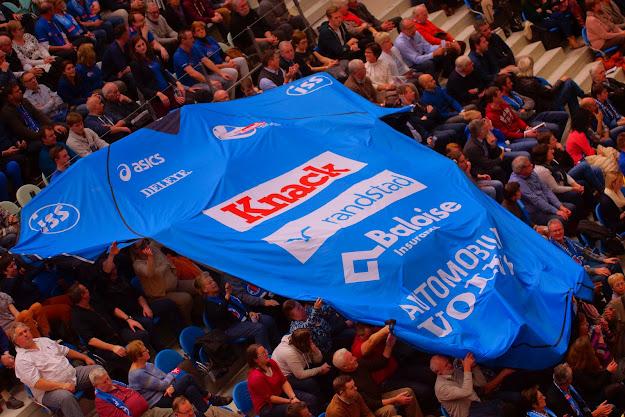 Knack shirt in publiek