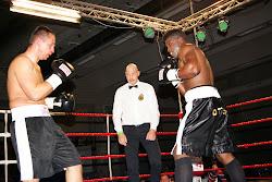 Yves Ngabu wint met TKO in Zwevezele