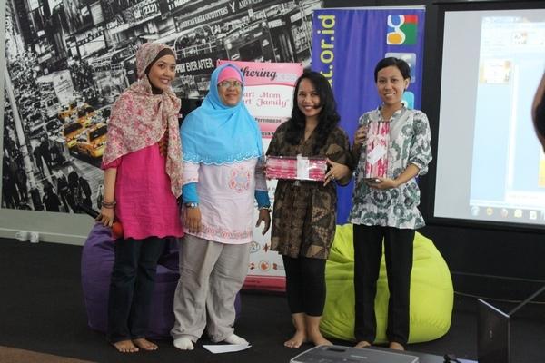 Ada door prize di Kumpulan Emak Blogger