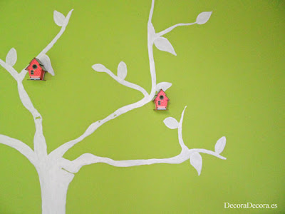 Árbol con casitas para decorar la pared.