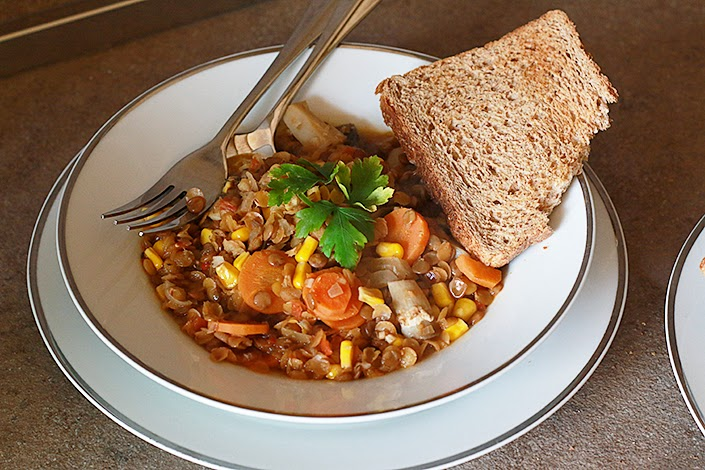 vegetarian recipe, meal with vegetal proteins, spicy vegetarian meal, easy vegan recipe, lentil and vegetables soup