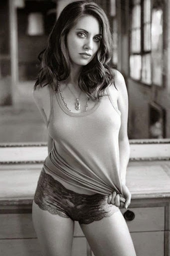 Alison Brie Photos