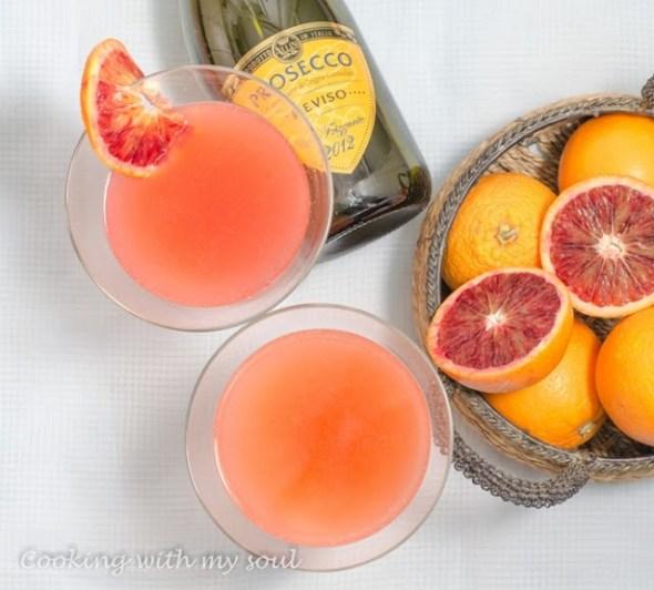 Cocktail cu prosecco si portocale rosii