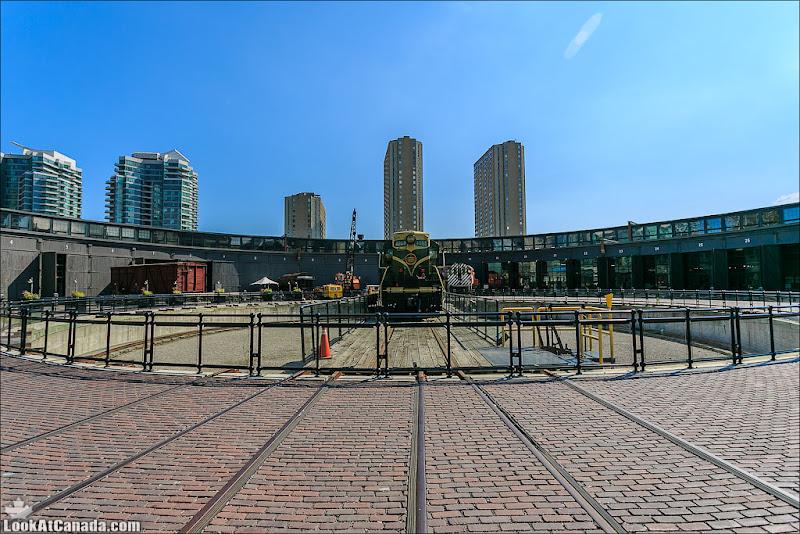 LookAtCanada.com / Локомотивное депо John Street в Торонто