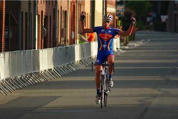 Franky Van Oyen wint wielerwedstrijd WAOD Oekene. Mario Van Den Broecke is Belgisch Kampioen 2012