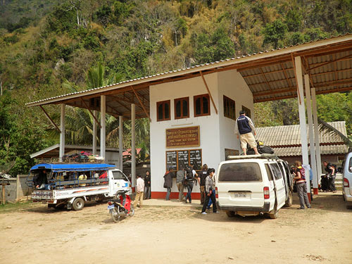 Bus station in Nong Khiew, getting to nong khiauw
