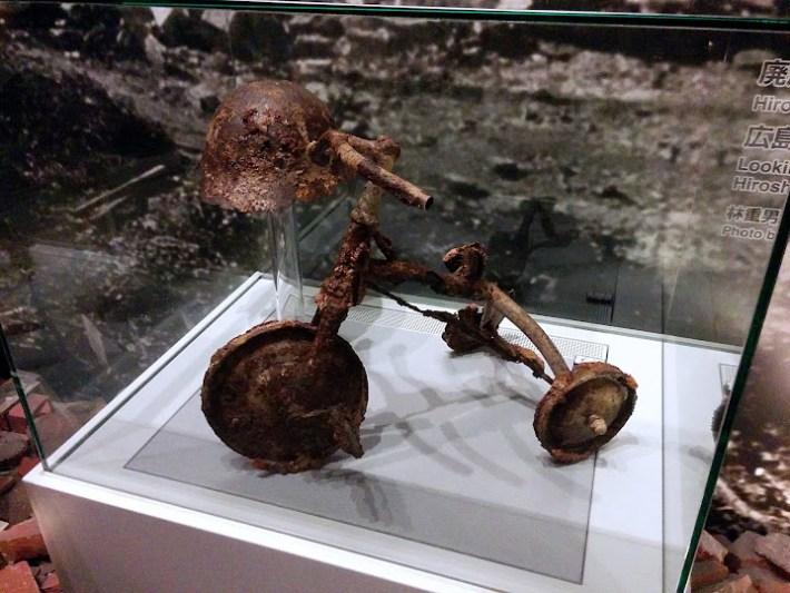 Triciclo de un niño superviviente de la bomba de Hiroshima