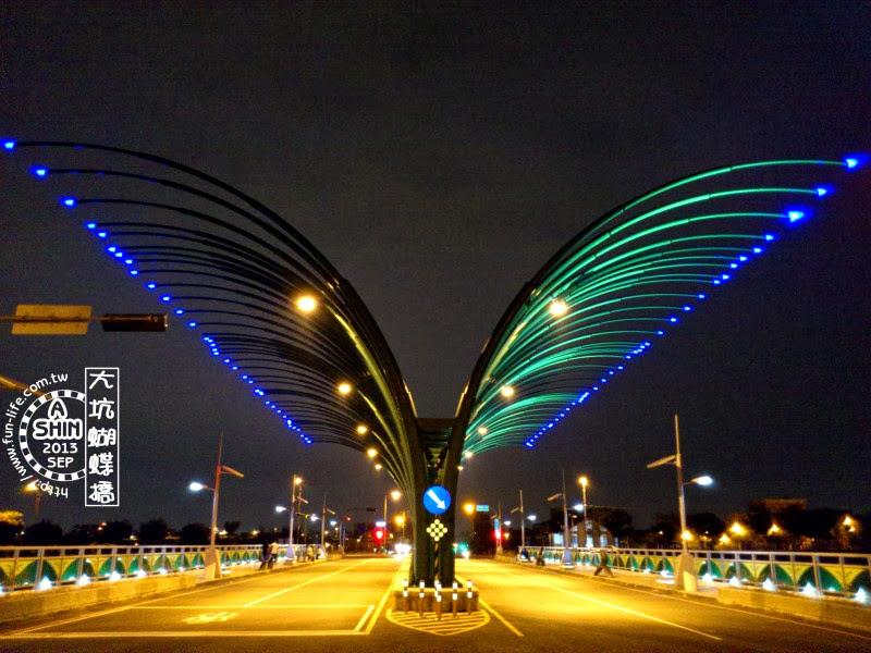 台中大坑蝴蝶橋/清新橋~夜晚空中的蝴蝶華麗飛舞
