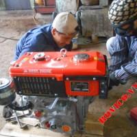 Lắp ráp động cơ D6 làm mát nước tại xưởng Rồng Việt
