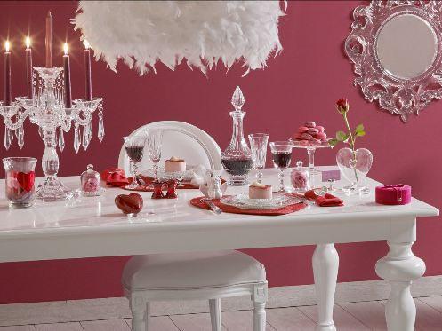 Decorar la mesa en San Valentín.