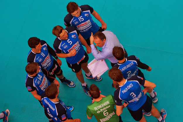 teambespreking tijdens time-out