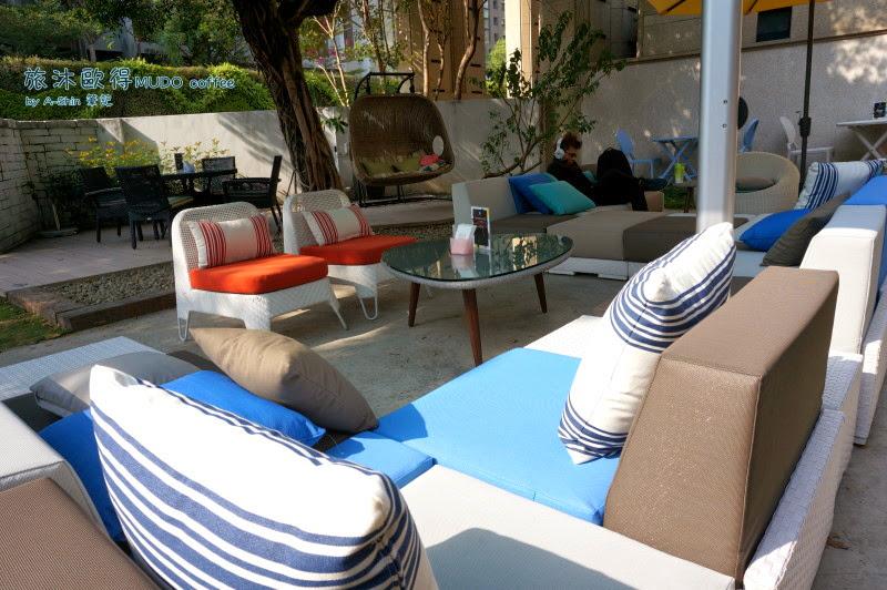 旅沐歐得咖啡館的沙發很神奇...