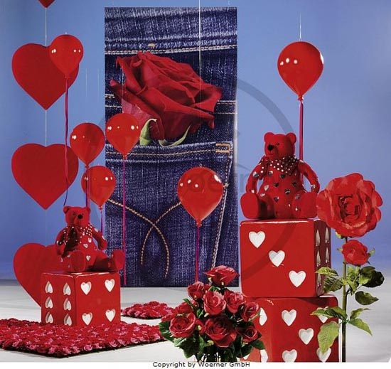 Decorar una tienda en San Valentín.
