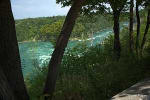Peek at the River Niagara downstream
