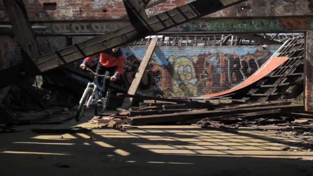 *Chris Akrigg 極限單車特技:飛簷走壁Q彈駕馭! 4