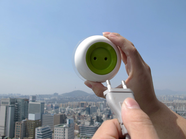 *太陽能充電插座(吸盤式):可直接黏在玻璃上充電! 4