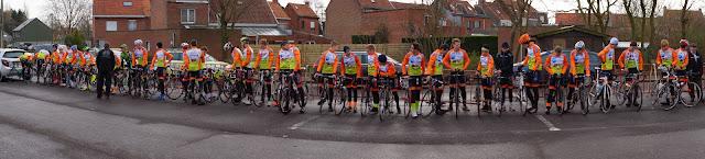 de jonge renners Roeselare op een rij