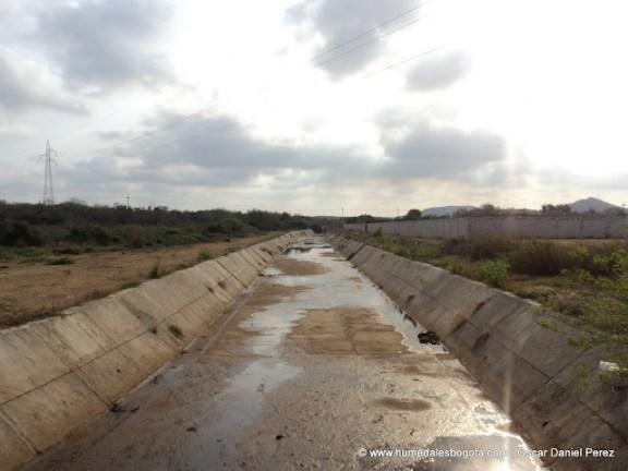 Río canalizado
