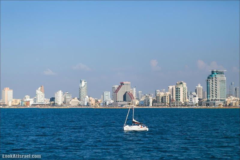 Тель Авив и море