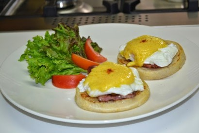 Eggs Benedict and Foolproof Hollandaise