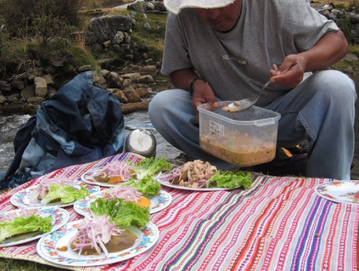 Preparing lunch during our Huayhuah Trek with Huascaran Adventure