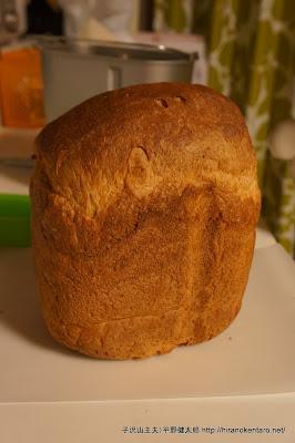 ホームベーカリーで焼いた初めてのパン