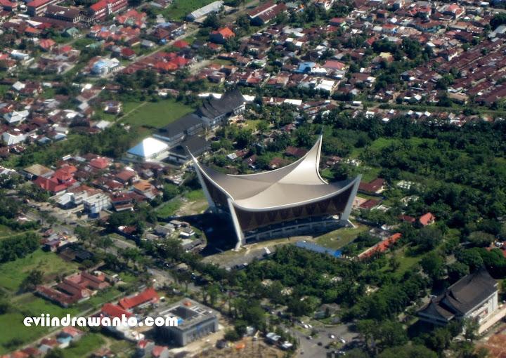 Foto Masjid Raya Padang dari atas langit