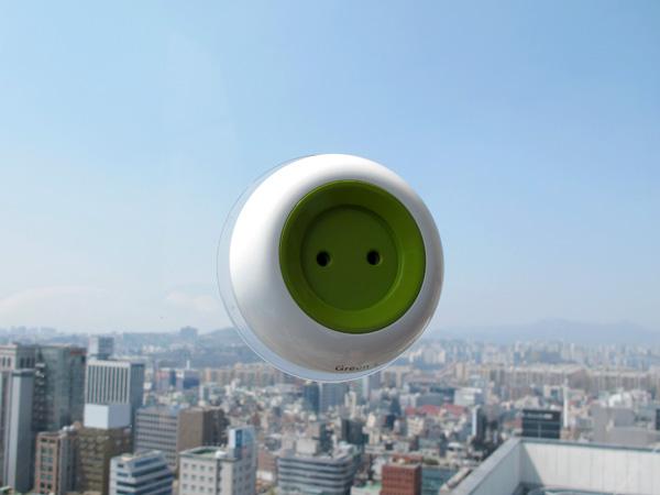*太陽能充電插座(吸盤式):可直接黏在玻璃上充電! 3