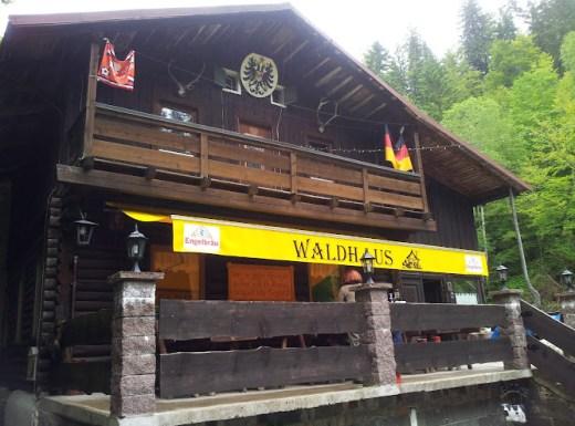 Bild von außen auf das Waldhaus