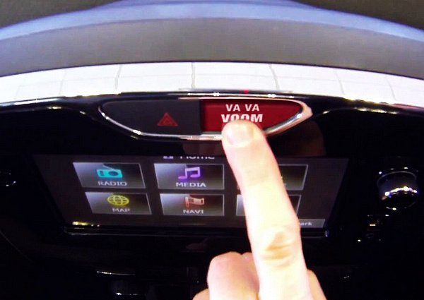 * Va Va Voom 內衣女郎搔首擺臀:展現法式魅力RENAULT Clio 趣味影片 2