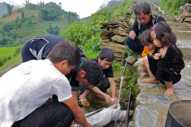 hilltribe family sapa valley, trekking sapa,