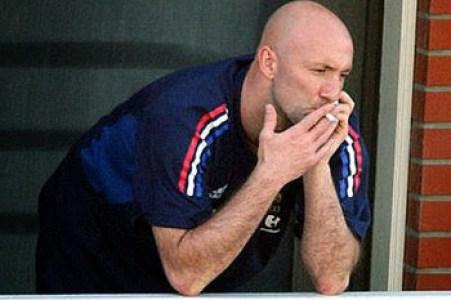 """Résultat de recherche d'images pour """"zinedine zidane avec une cigarette"""""""