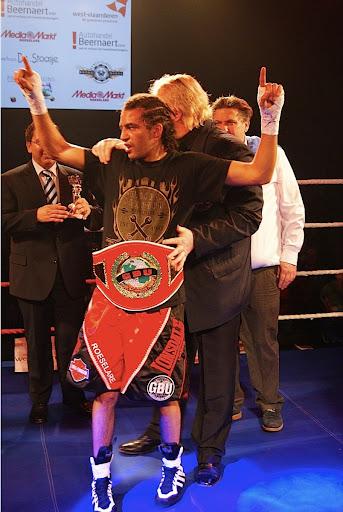 Hedi Slimani wint GBU Super Featherweight titel
