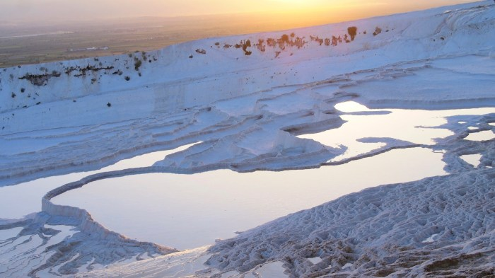 More sunset pictures of the travertine pools of Pamukkale