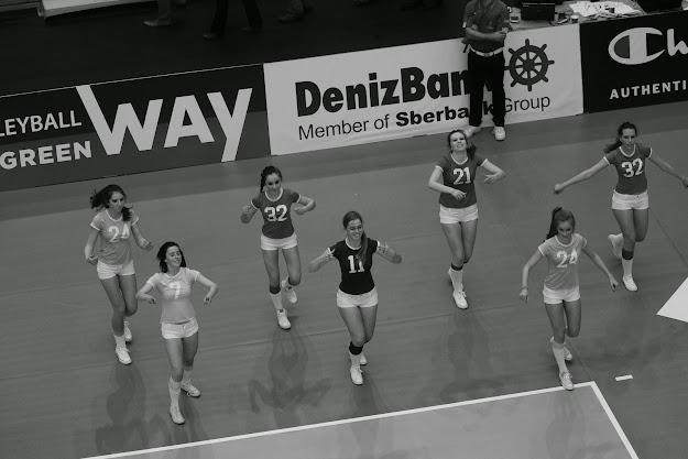 cheerleaders knack: Rhune Taliman, Lana van D'huynslager, Jelina Derveaux, Jade Vanhaelemeersch, Elien Verbrugge, Fran Vandevoorde en Silja Defrancq.