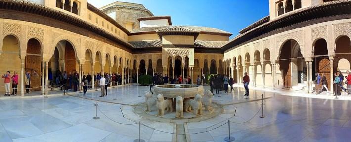 Ruta por Andalucía. Patio de los leones, la Alhambra, Granada