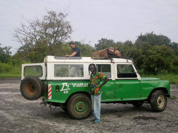 Con el chofer durante nuestro viaje