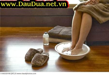 Tinh Dầu dừa được khuyên dùng trị nứt da, nứt gót chân