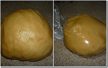 4.- Reúne la masa y metela en una bolsa. Reposa 30 minutos en el refrigerador