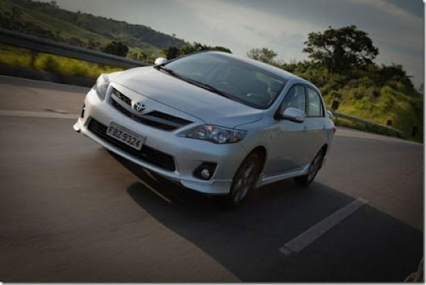 Toyota-Corolla-2013-carro