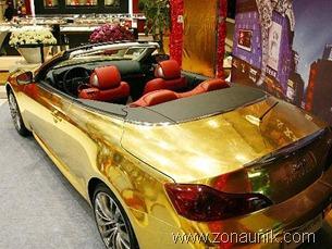 110670_mobil-berlapis-emas