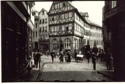1913 Oskar Barnack Wetzlar Eisenmarkt ¬ Leica Camera AG