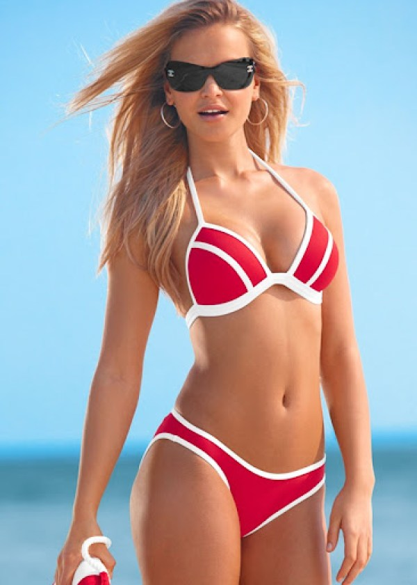 Elisandra-Tomacheski-Venus-Swimwear