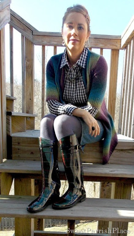 Denim skirt, black and white plaid blouse, muliti colored cardigan, rain boots4