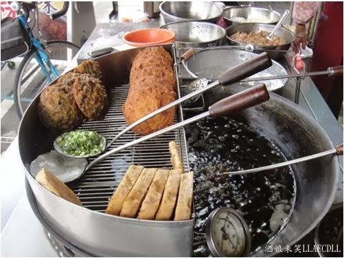 酒娘未笑: [食記] [臺中清水] 清水燒炸粿(古早味/三代老擔)(新興路上)(推濕潤的筊白筍肉炸)