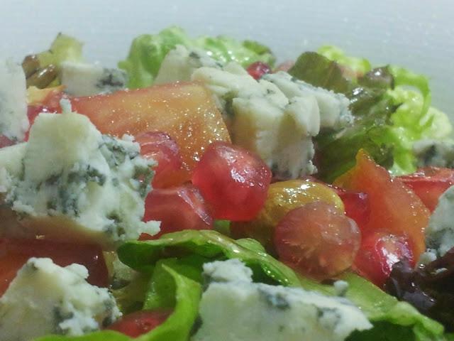 ensalada con granada y queso azul