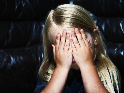 anak bersedih