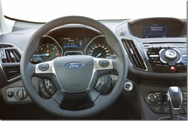 Ford-Kuga_2013_1600x1200_wallpaper_14