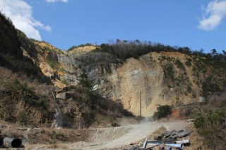 下流にある採石場