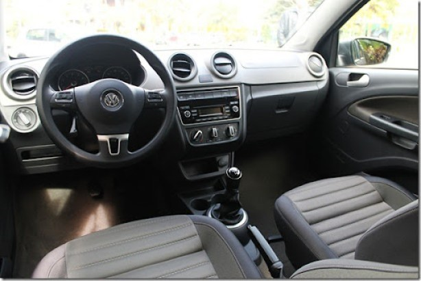 Volkswagen_voyage_gol_2013 (15)